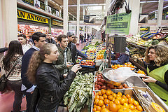 Alumnos del Basque Culinary Center visitan el mercado de San Blas
